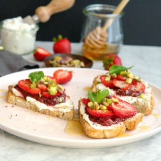 Chèvre and strawberry breakfast crostini