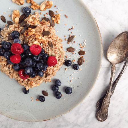 7 min warm oats and seeds breakfast (vegan, naturally gluten-free)