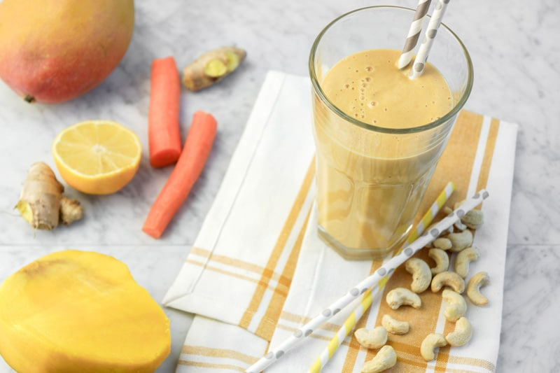 Energizing Morning Smoothie with mango and carrots
